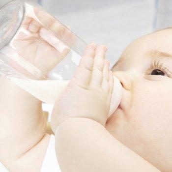 Alimentación con biberón en el primer año del bebé