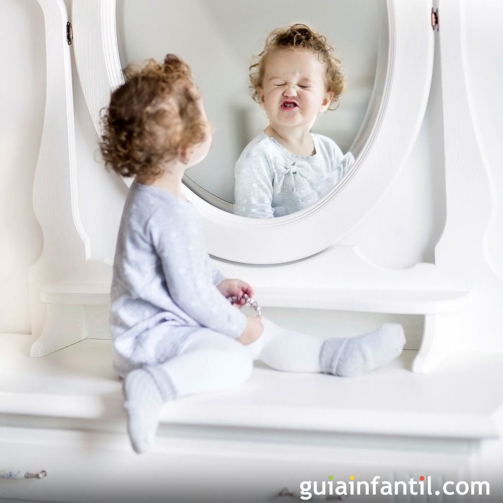 Beneficios De Jugar Con El Bebé Frente Al Espejo