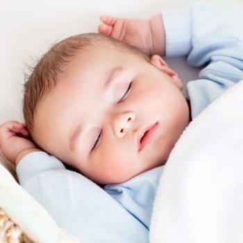La mejor posición para dormir al bebé