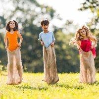 Carrera de sacos. Juegos para niños