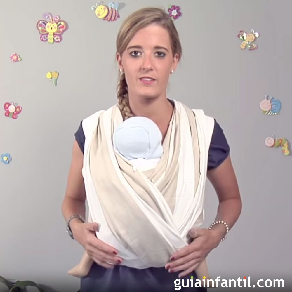 Llevar al bebé delante con un fular paso a paso