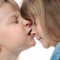 Niño que muerde a otros. Qué deben hacer los padres