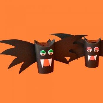 Murciélago con rollos de papel