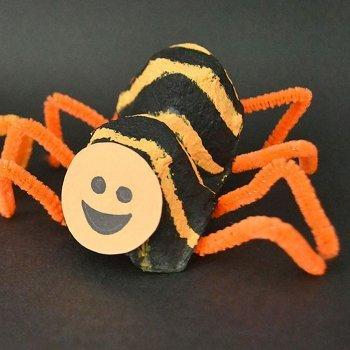 Araña con hueveras