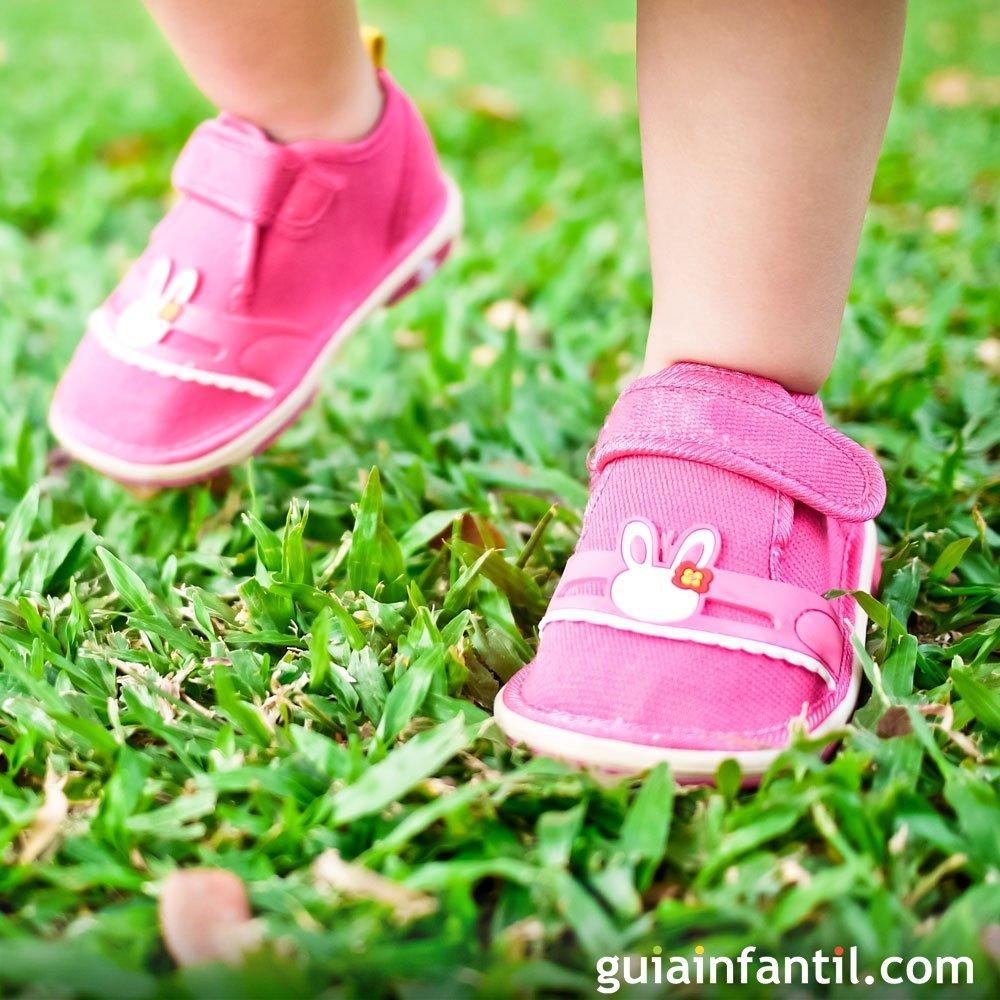 54e7ab0fe50 Los zapatos más adecuados para los primeros pasos del bebé