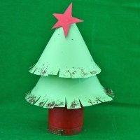 Árbol de Navidad de cartón. Manualidades de reciclaje para niños