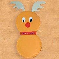 Reno de Papá Noel con platos de cartón. Manualidades navideñas