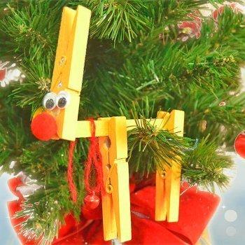 Reno de Navidad con pinzas