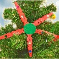 Estrella de Navidad con pinzas. Manualidades de reciclaje
