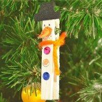 Muñeco de nieve con pinzas. Manualidades de Navidad