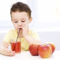 Consejos sobre los zumos de frutas en la dieta del niño