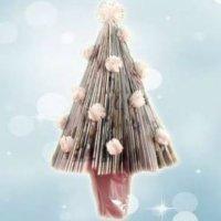 Árbol de Navidad con una revista. Manualidades navideñas