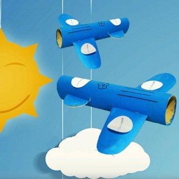 Avión con rollos de papel