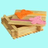 Caja de los tesoros con palos de helado. Manualidades de reciclaje