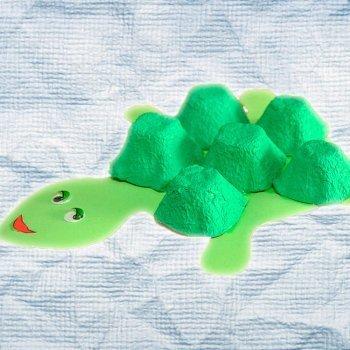 Tortuga con hueveras. Manualidad de reciclaje