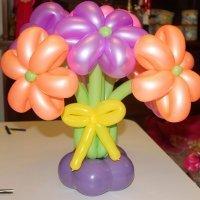 Ramo de flores con globos. Manualidad de globoflexia para niños