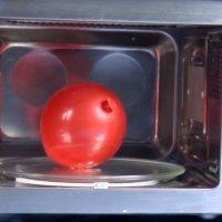 Cómo inflar un globo en un microondas. Experimento para niños