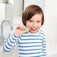 Cómo deben lavarse los dientes los niños