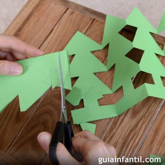 42aeaa8a7524e Guirnalda de árbol de Navidad. Manualidad para niños
