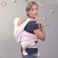 Cómo llevar al bebé con un fular anudado delante. Portabebés