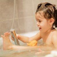 Bañar al niño. Cuándo pasarle de la bañera a la ducha