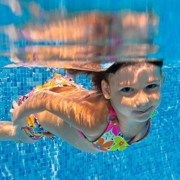 Cuidado con el oído en la piscina