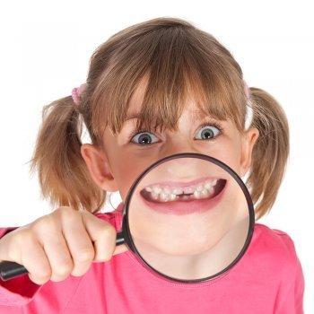 Las manchas en los dientes de los niños