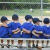 Cómo pueden los niños aprender a jugar en equipo