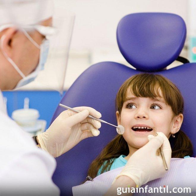 Cuándo llevar el niño al dentista para una limpieza dental