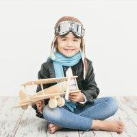 El primer viaje del niño en avión