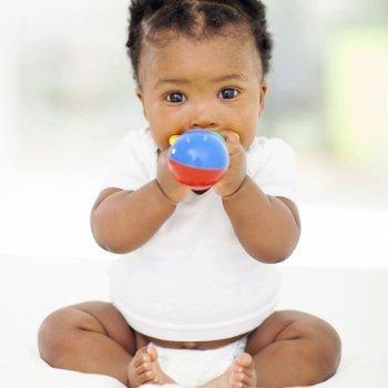 Los primeros juguetes del bebé
