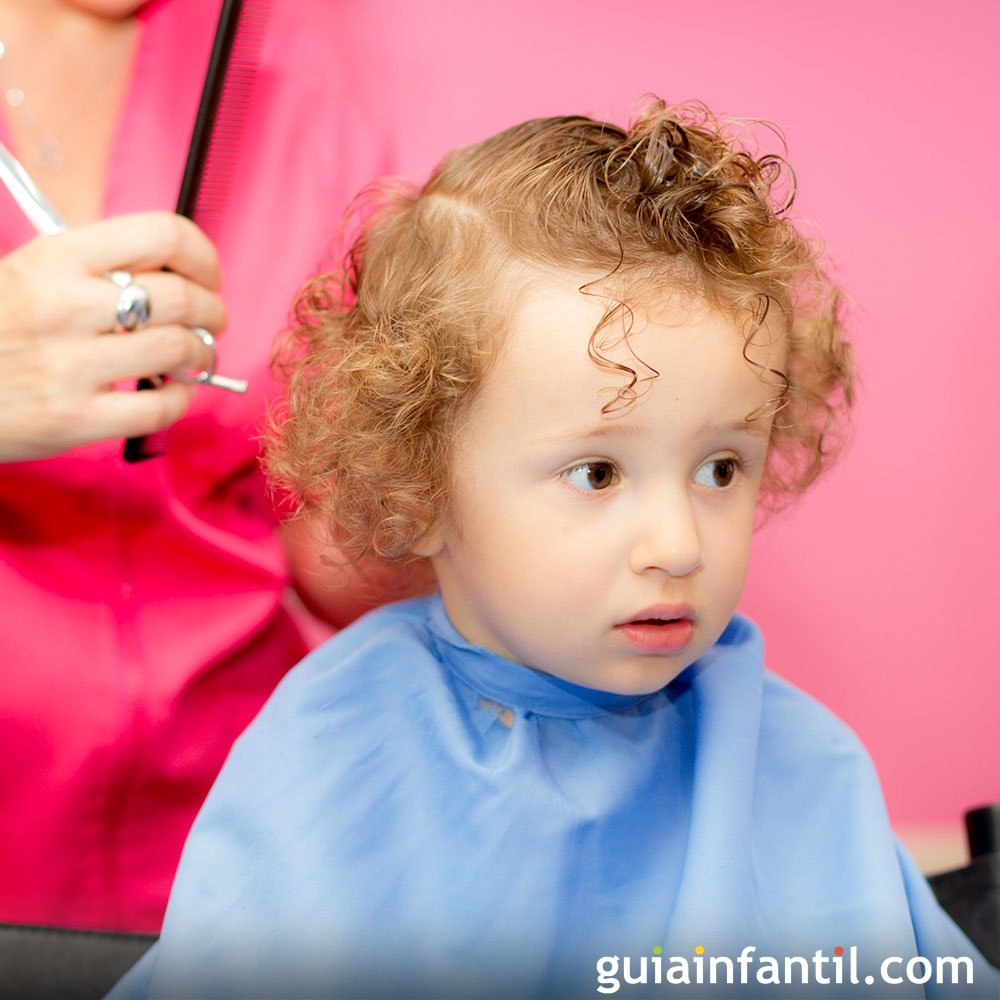 Corte de pelo para bebes con rulos