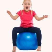 Ejercicios de psicomotricidad con pelotas y música para niños