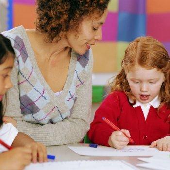 Padres y profesores para mejorar el rendimiento escolar del niño