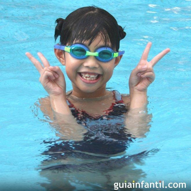 El cloro de las piscinas y los ni os for Piojos piscina