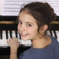 Ventajas de tocar el piano para los niños