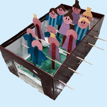Futbolín de cartón. Manualidades de juguetes para niños