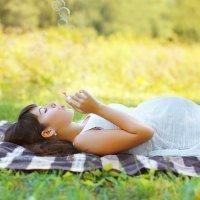 Cómo vestirse durante el embarazo en verano