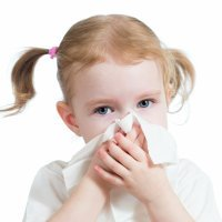 Cómo enseñar a los niños a sonarse la nariz