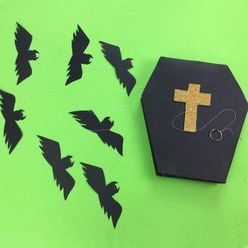 Móvil de murciélagos con forma de ataud para Halloween