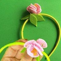 Diadema con flor de abalorios para niñas