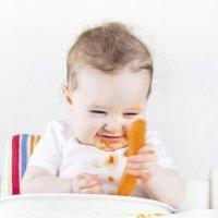 Cómo introducir alimentos sólidos en el menú del bebé