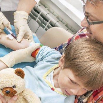Cómo preparar a los niños para hacerse un análisis de sangre
