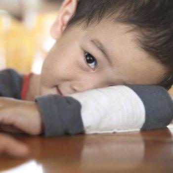 Cómo ayudar a los niños desconfiados
