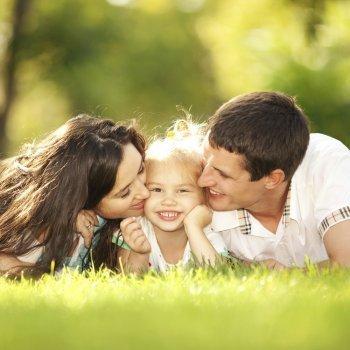 ¿Puede querer un niño más a mamá o a papá?