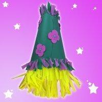 Sombrero de cartulina con peluca para un disfraz infantil