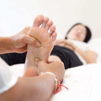 Reflexología para evitar retención de líquidos en el embarazo