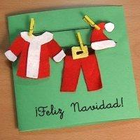 Postal con ropa de Papá Noel. Manualidades con fieltro