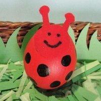 Mariquita de la suerte. Manualidades infantiles con huevos