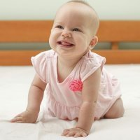 Bebé de ocho meses. Crecimiento del bebé mes a mes